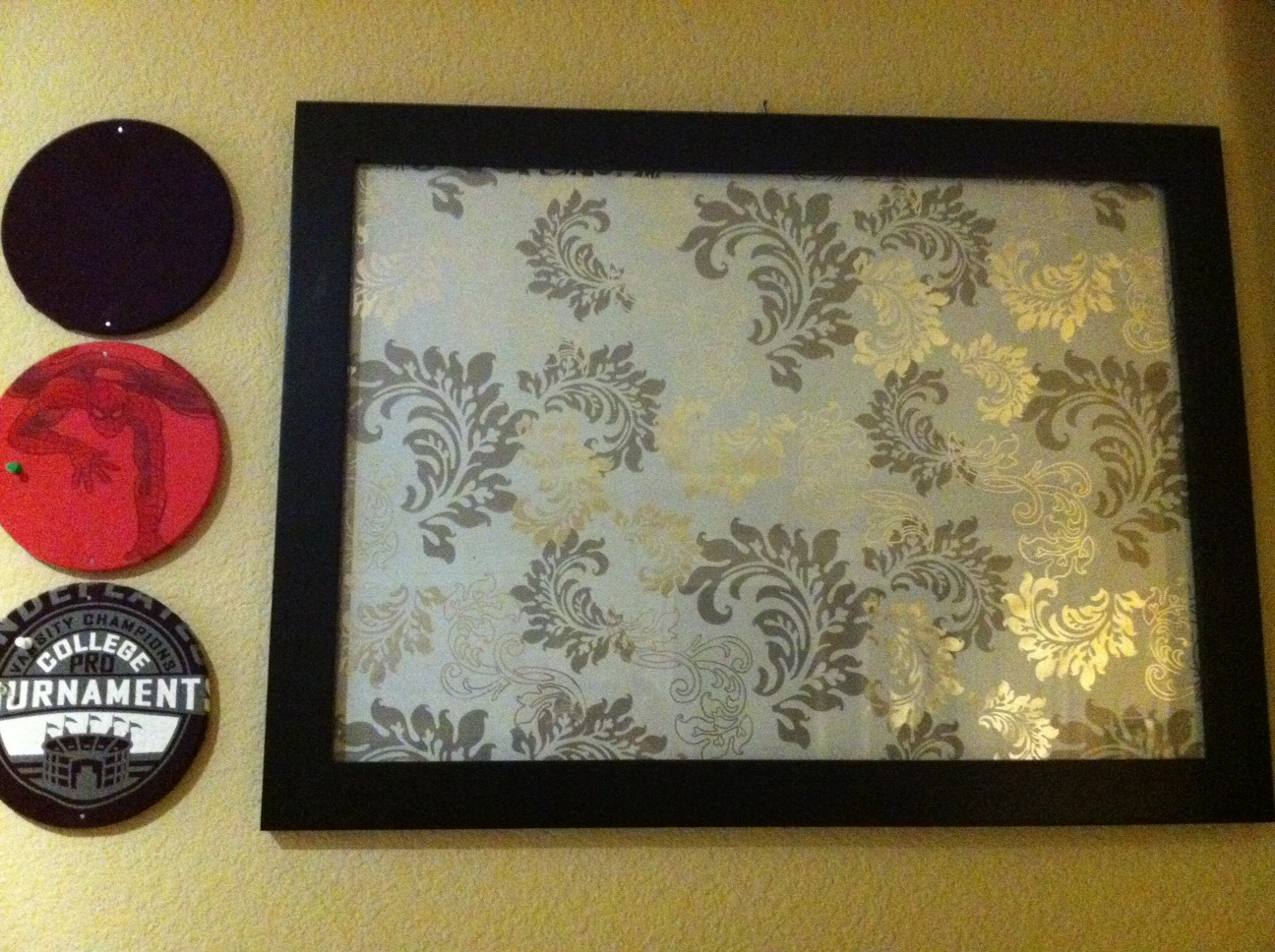DIY \u2013 Tshirt Cork Board and Glass Bulletin Board