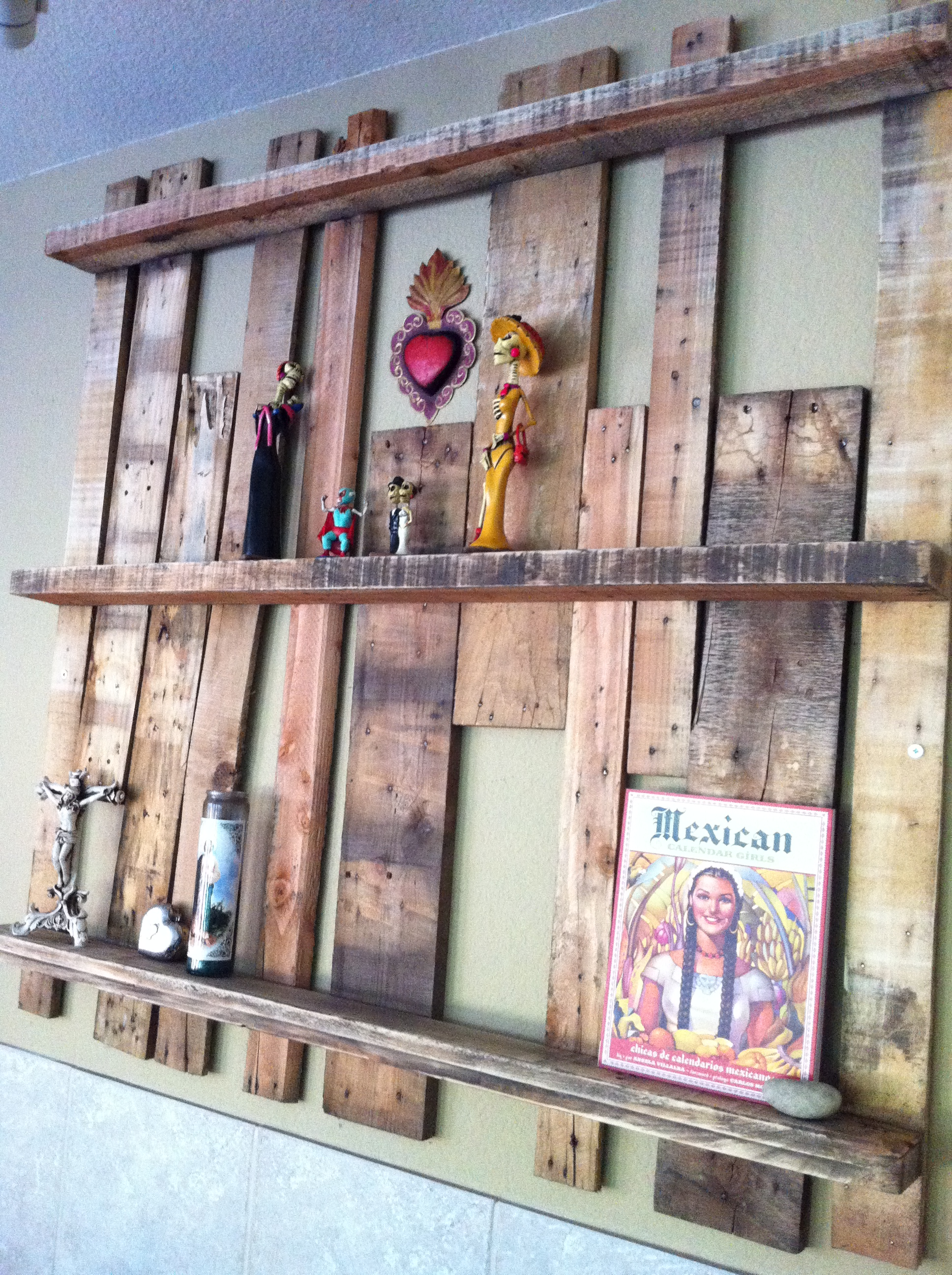 Upcycled pallet shelf project for Diy projects using wood pallets