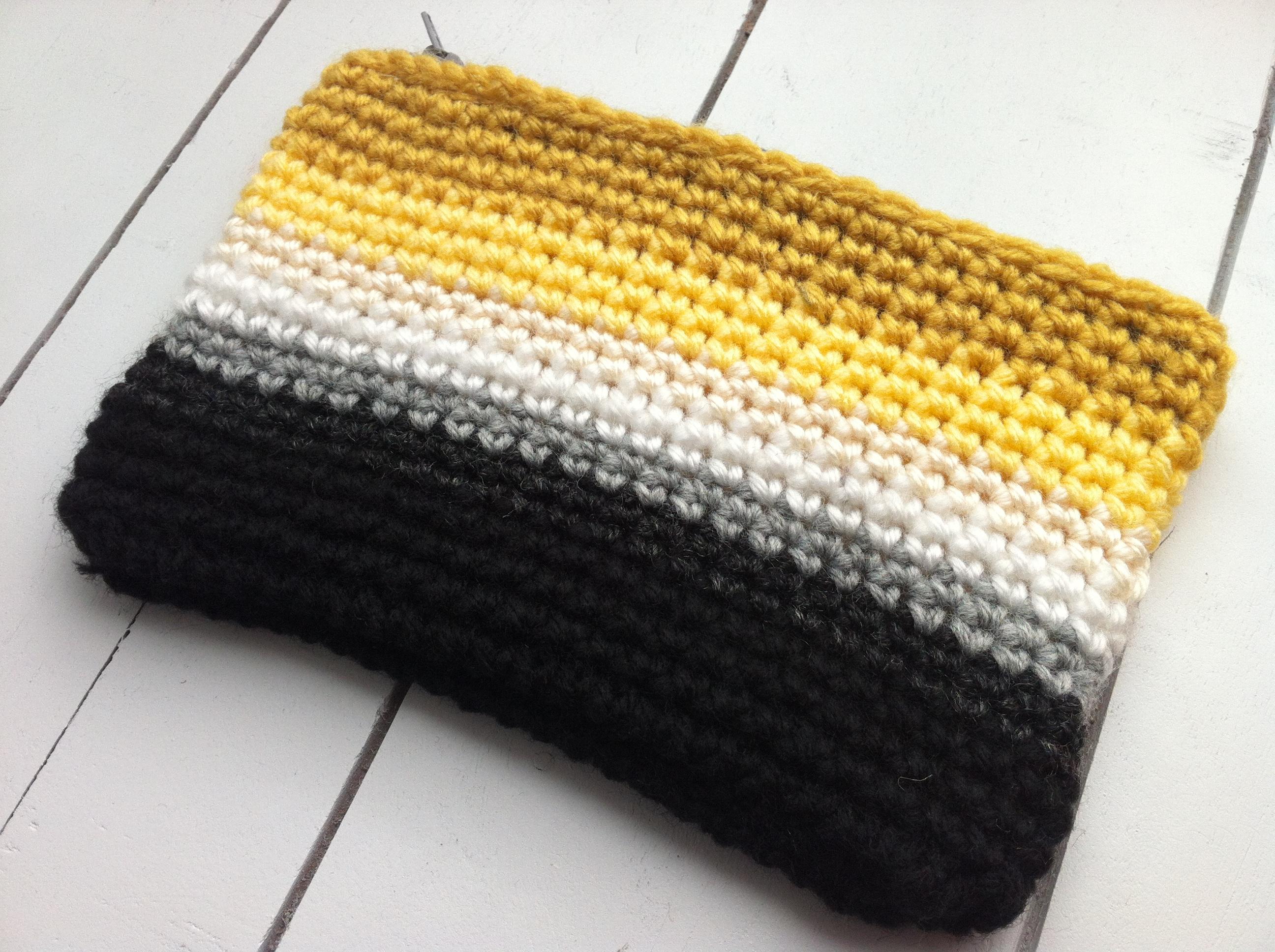 Knitting Zipper Tutorial : Crochet ombre zipper pouch