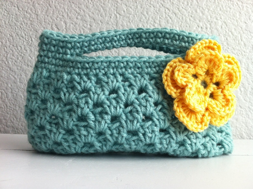 Simple Crochet Bag Pattern : Girl?s Spring Boutique Purse chucksforchancho