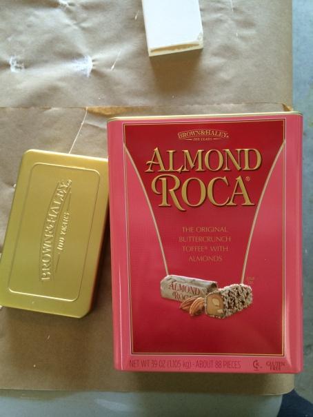 almond roca tin