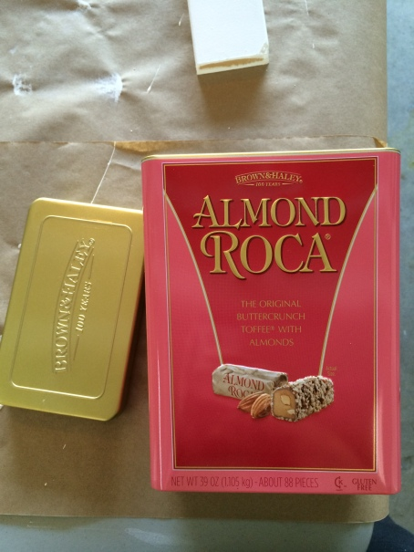 almond roca tin